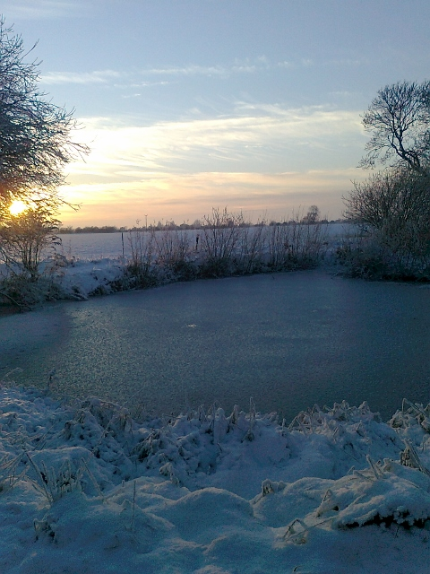 075Snow & ice on pond (480x640)