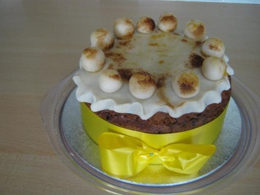 001Simnel cake 2014 (640x480)