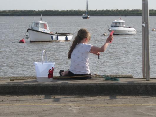 135Girl crabbing