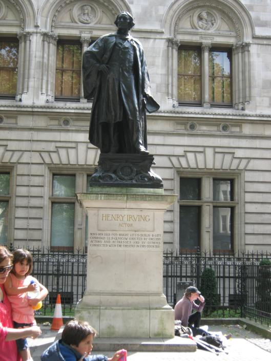 002Statue of Henry Irving