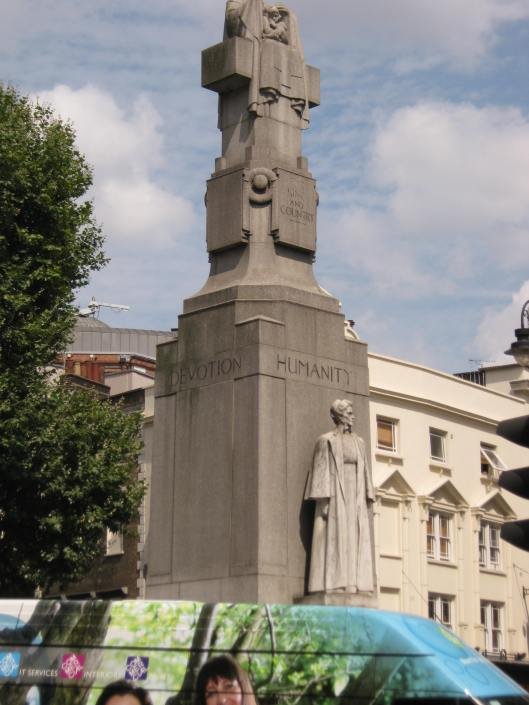 004Statue of Edith Cavell