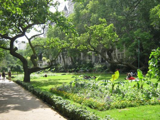 018Whitehall Gardens
