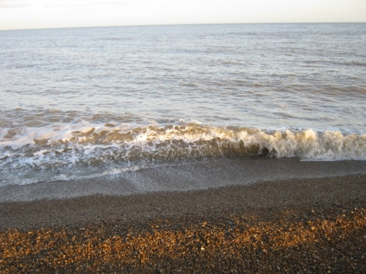 031Waves on Dunwich beach (640x480)