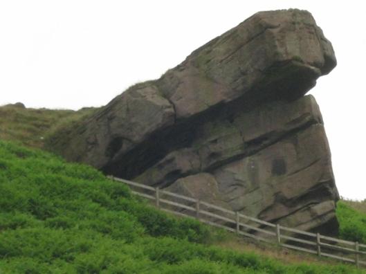 067Hanging rock (640x480)