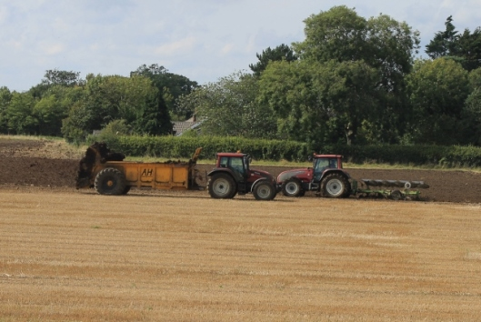 006Muck spreading and ploughing (640x429)
