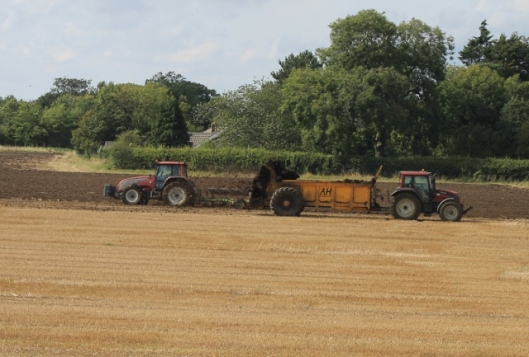 007Muck spreading and ploughing (640x433)