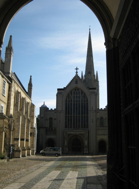 007Norwich Cathedral from Erpingham Gate (471x640)