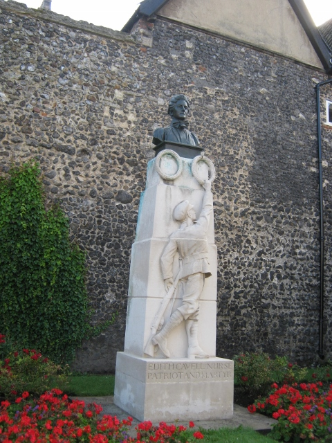 009Edith Cavell Memorial (480x640)