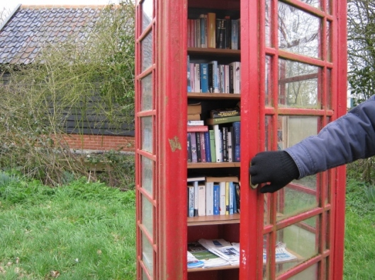 027The phone box library (640x480)
