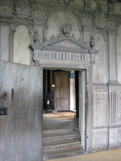 098Carved door frame (480x640)
