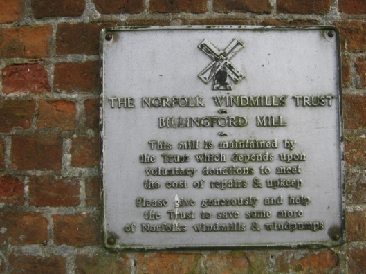 102Plaque on windmill (640x480)