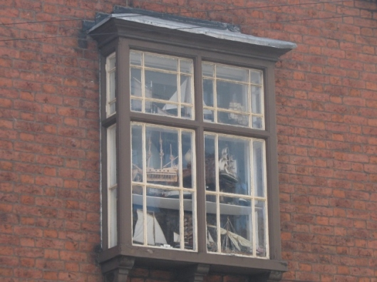 003Window with boats (640x480)