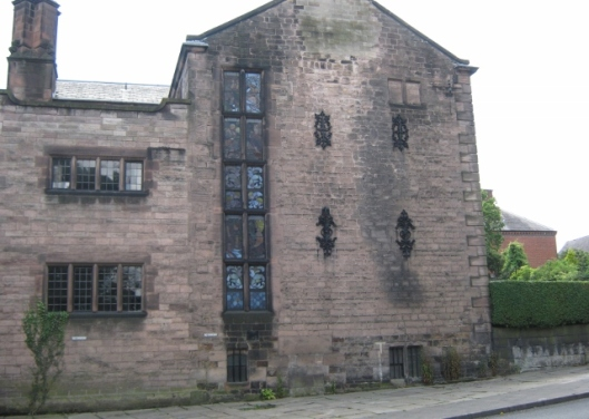 004House in Leek with stained glass (2) (640x456)