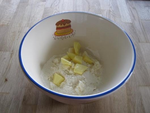 003Cut fat into flour (640x480)