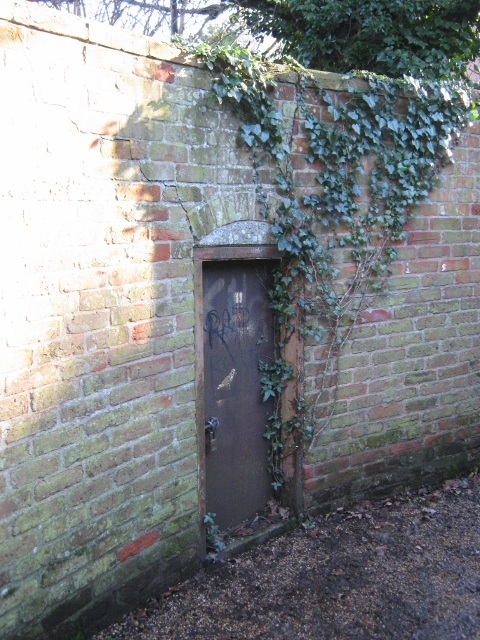 008Door in wall (480x640)