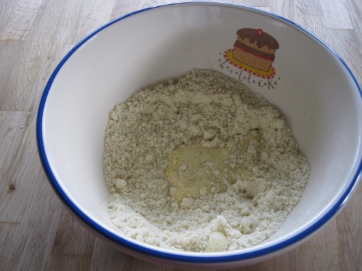 009Add egg to flour and fat (640x480)