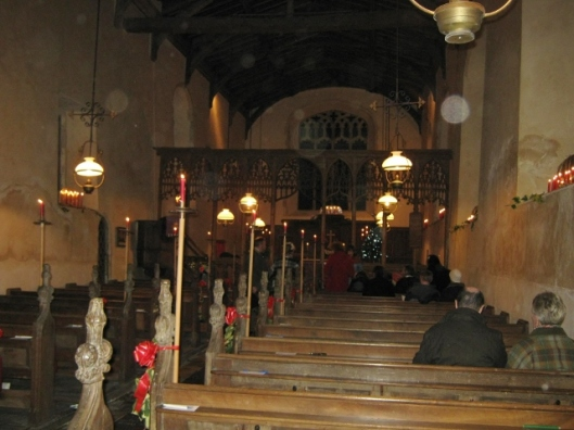 010Church filling up (640x480)