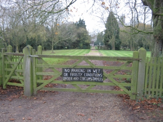 010Gate to path leading to churchyard (640x480)