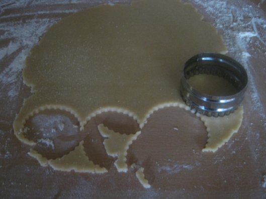 016Cut out the pastry (640x480)