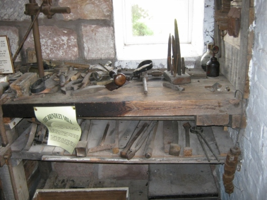 057Tools used in mill (640x480)