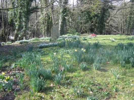 IMG_4075Flixton churchyard (640x480)