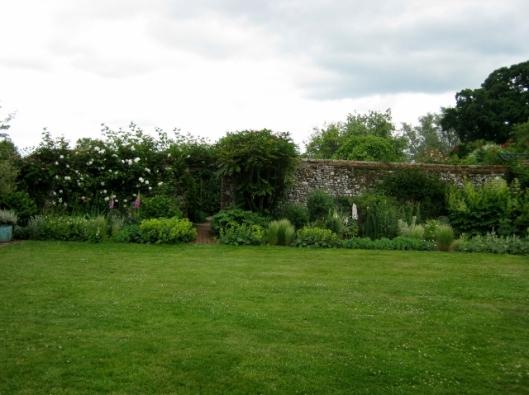 IMG_4837Wyken Hall garden (640x479)