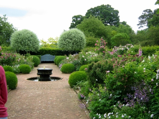 IMG_4852Wyken Hall garden (640x480)