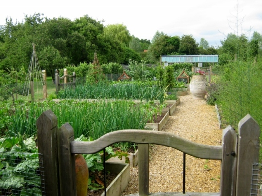 IMG_4873Wyken Hall garden (640x480)