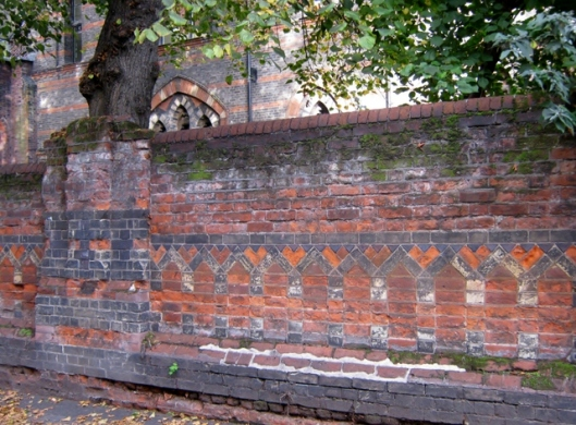 032Ornate brick wall