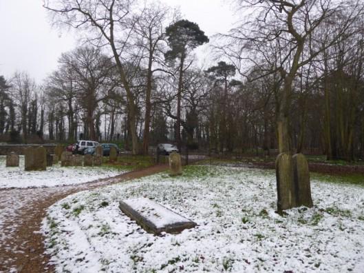 p1010690homersfield-churchyard